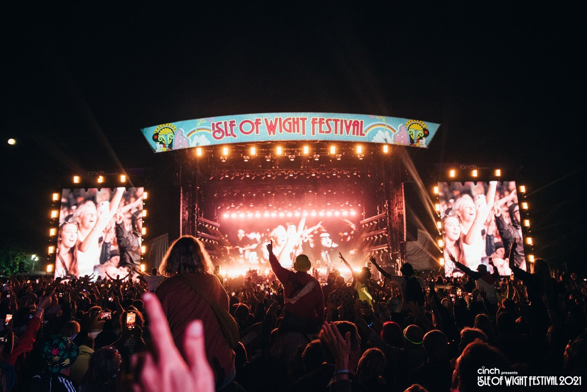 Set your reminders! General sale tickets for @cinchuk presents the Isle of Wight Festival 2022 go on sale TOMORROW at 8AM 😍 Come and join us for an epic weekend- you won't want to miss it! @Barclaycard presale ends 7.59AM tomorrow. #cinchxIOW #IOW2022