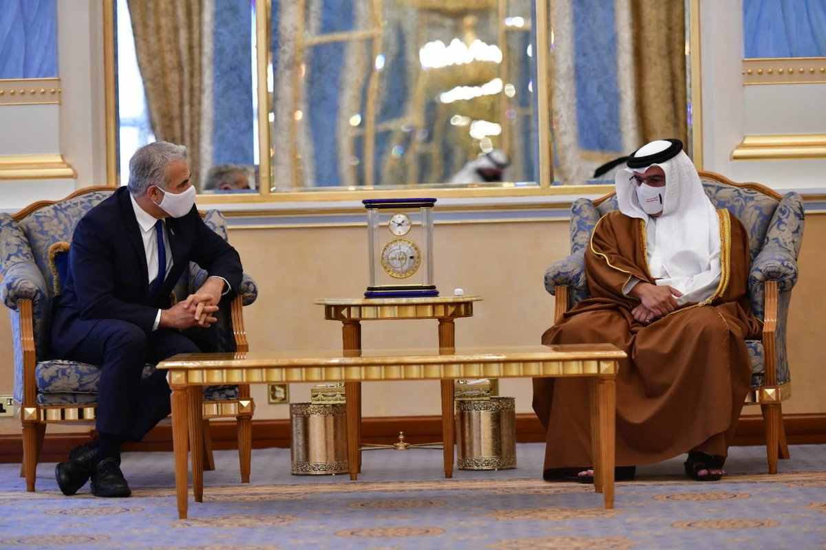 وزير الخارجية الاسرائيلي السيد يائير لبيد يلتقي ولي عهد مملكة البحرين صاحب السمو الملكي الامير…