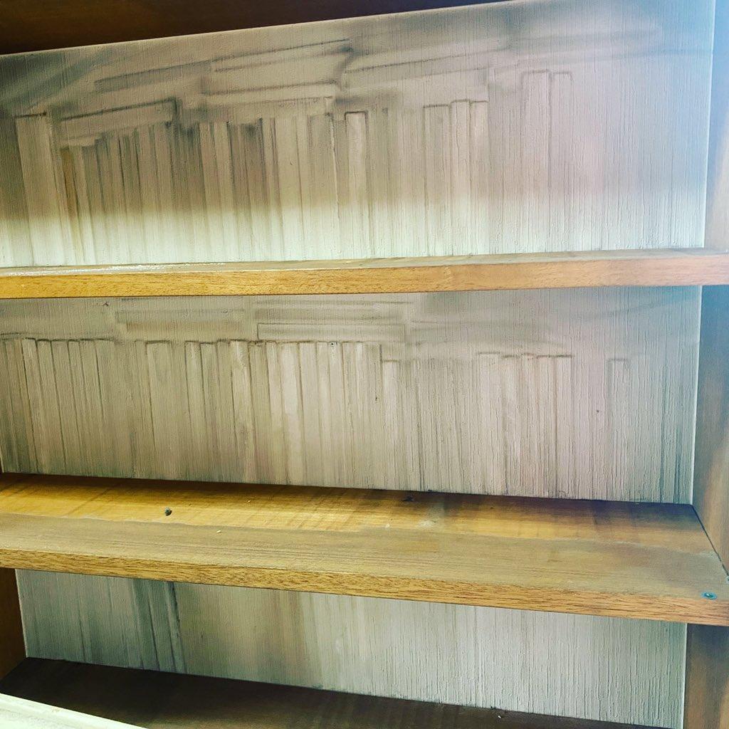 義父の遺品整理をしたら…本棚に本の亡霊が残されていた!