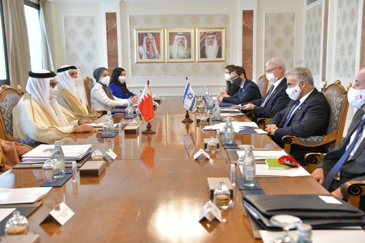 اجتماع بين وزير الخارجية يائير لبيد ونظيره البحريني سعادة الدكتور عبد اللطيف