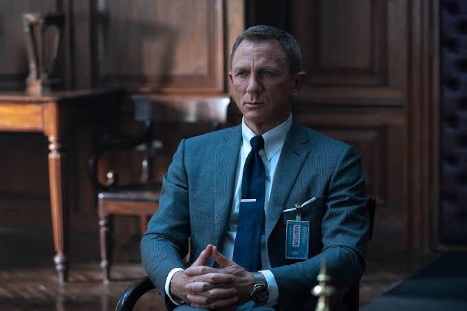 映画007の鑑賞後あるある!顔がりりしくなって口数が減りバーでマティーニを頼むw