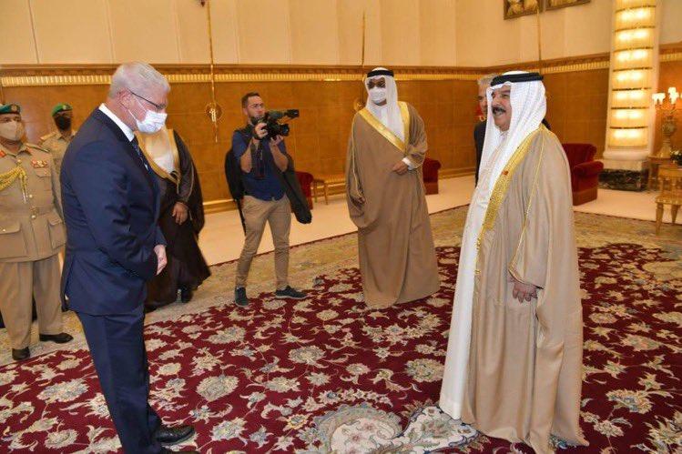 """مدير عام الخارجية الون اوشبيز :"""" تشرفت بلقاء جلالة الملك حمد بن عيسى آل خليفة"""