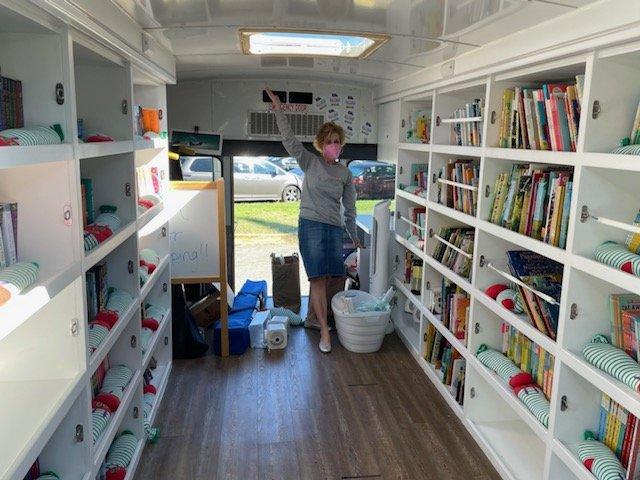 @PajamaMamaJSP在我们的新家找到了我们! 感谢您驾驶图书巴士前往 Even Start。 我们喜欢 READ 的新书APS接受'>@APSACCECEAPS脸'> @APS面对APS杰基1'>@APSJackie1 @SuptDuranAPS标题I'>@APSTitleI #familyliteracy @RandolphStarsAPSCCMartinez'>@APSCCMartinez https://t.co/GsMj5sAfzI