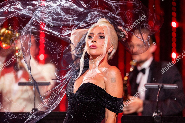 Lady Gaga - Σελίδα 30 FAj_x9FXIAY4e2l?format=jpg&name=large