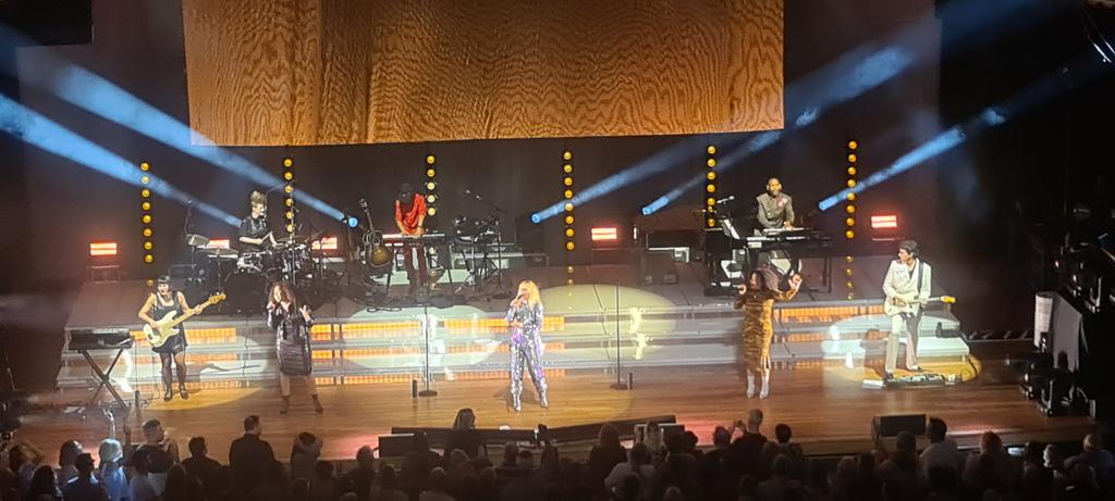First Gig since lockdown Paloma Faith Amazing Show and a Real connection with the Crowd #feelinggood @Palomafaith