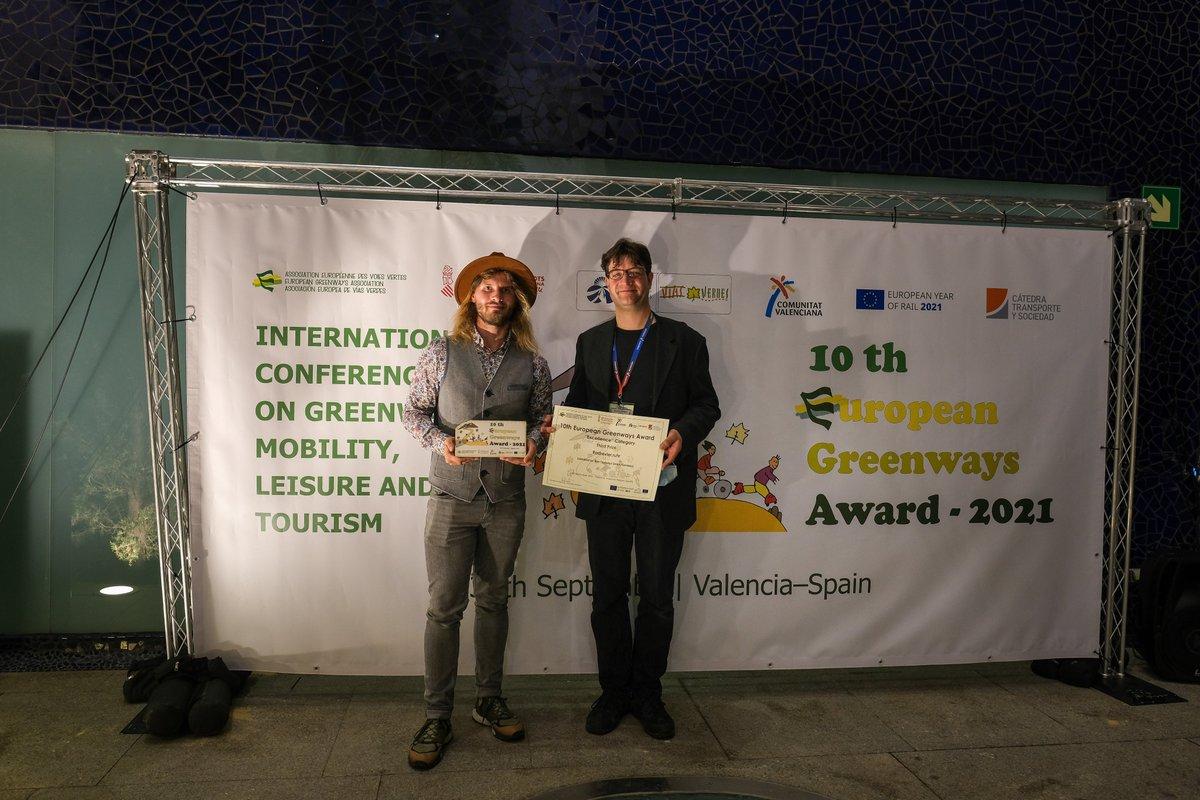 Platz drei für das https://t.co/a9qM4lBJZk beim @GreenwaysEurope Award in Valencia. Unsere Region überzeugt mit grüner Infrastruktur, nachhaltigen (Rad-)Wegen und einem übersichtlichen Knotenpunktsystem made by @rvr_ruhr. Wir sind damit Best-Practice-Beispiel in Europa 🥳 https://t.co/LrNI8pRbOL