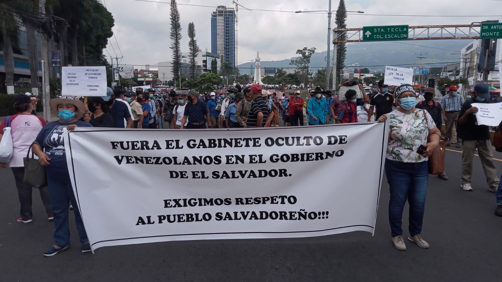 Marcha de protesta denunció injerencia de asesora venezolana de Bukele