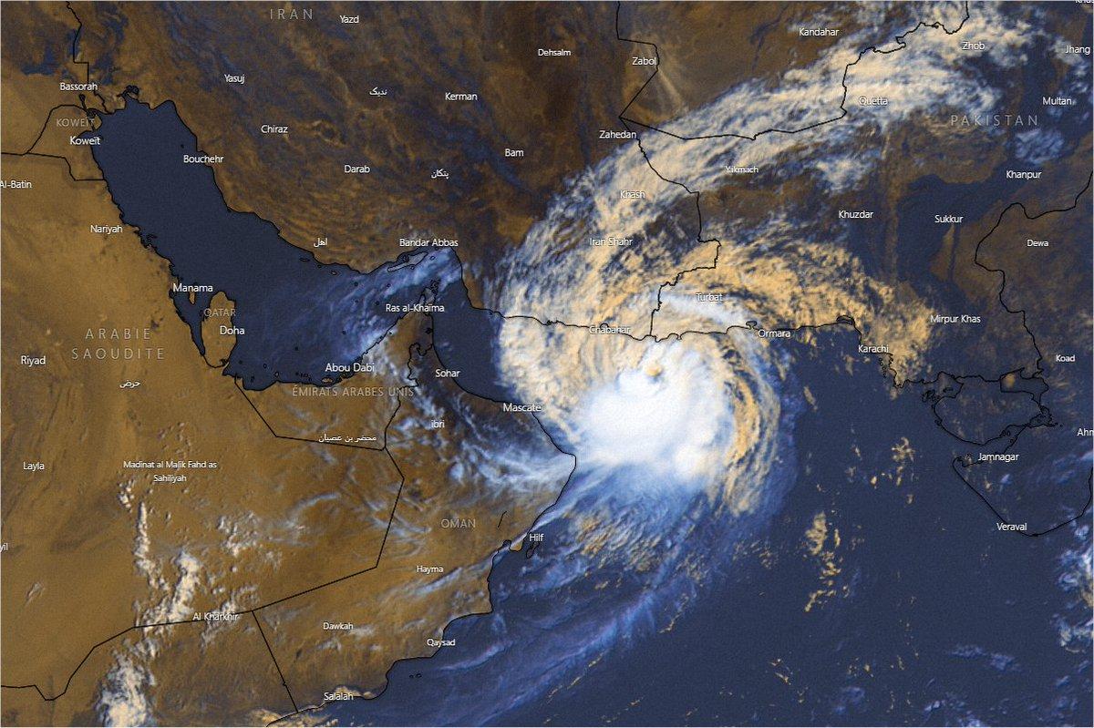 Le cyclone #Gulab (#Shaheen) se dirige très lentement vers #Oman. Il est estimé équivalent catégorie 1 et devrait probablement toucher terre entre Mascate et Sohar en fin de week-end. Image sat Windy