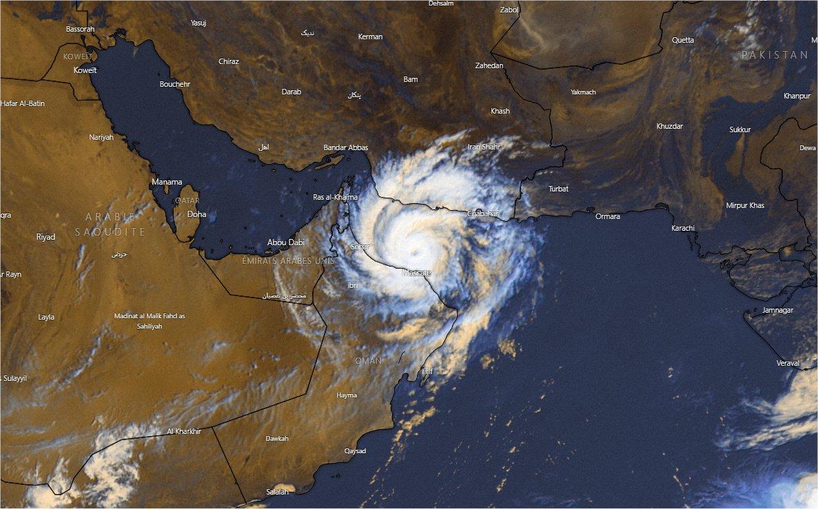 Le cyclone tropical #Shaheen (#Gulab) transite au nord de Mascate #Oman ce matin en équivalent catégorie 1. Des inondations et glissements de terrain sont déjà observées dans le sultanat. Image sat windy