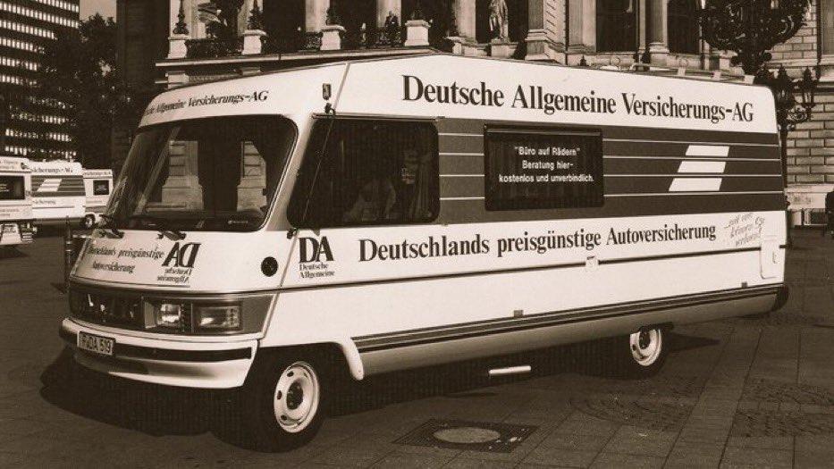 """Alles Gute zum 31.Geburtstag, geeintes Deutschland! Wir erinnern uns noch gut, als wir nach der #Wiedervereinigung die Bürgerinnen und Bürger in den damals neuen Bundesländern direkt vor Ort in unseren """"rollenden Büros"""" begrüßen durften💙. #TagderdeutschenEinheit #DeutscheEinheit https://t.co/iae40pGYbM"""
