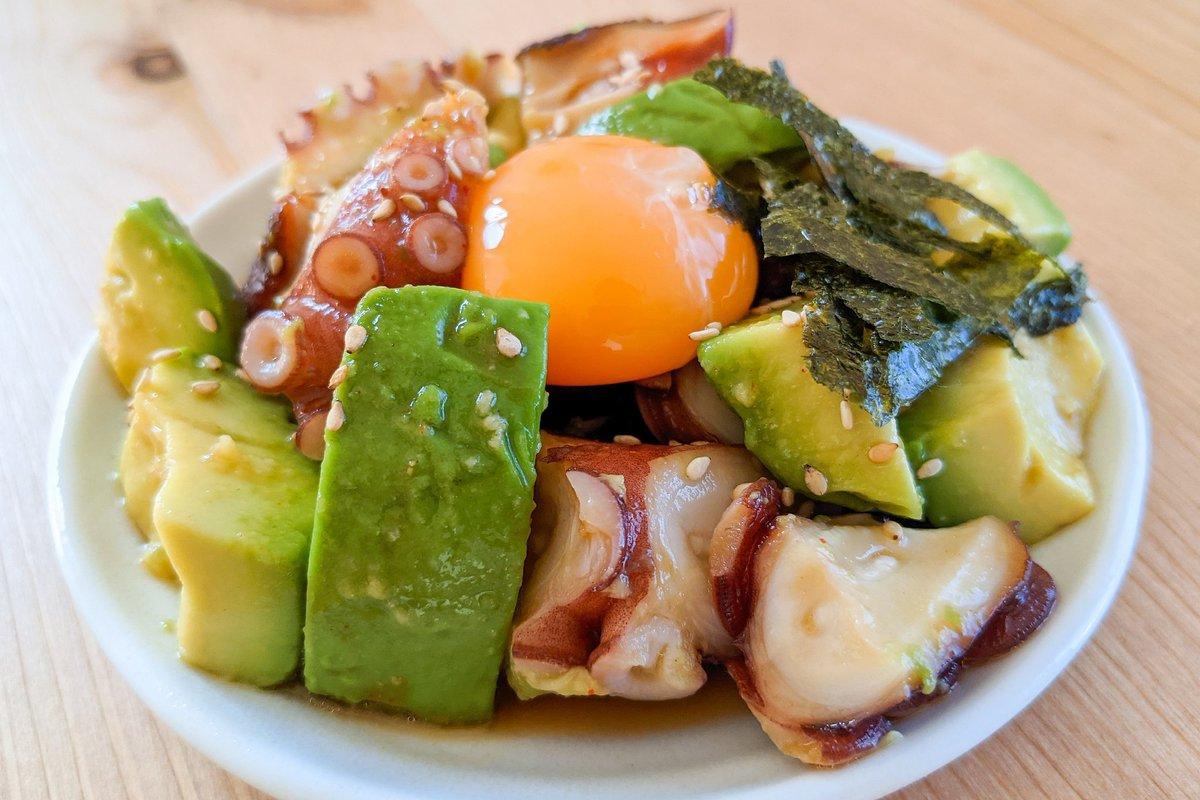 2つの異なる食感がとっても良く合いそう!アボカド&タコを使ったユッケ風レシピ!