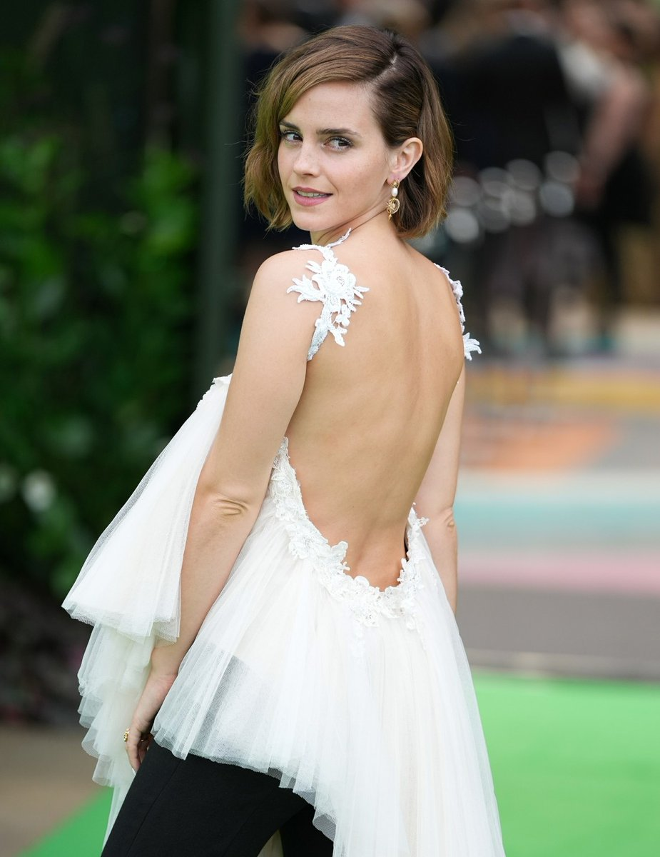 Je profite qu'Hermione Granger soit en TT pour vous informer qu'Emma Watson est sortie de son silence ce week-end pour faire une apparition aux Earthshot Awards avec une tenue recyclée 🌍 #Cop26