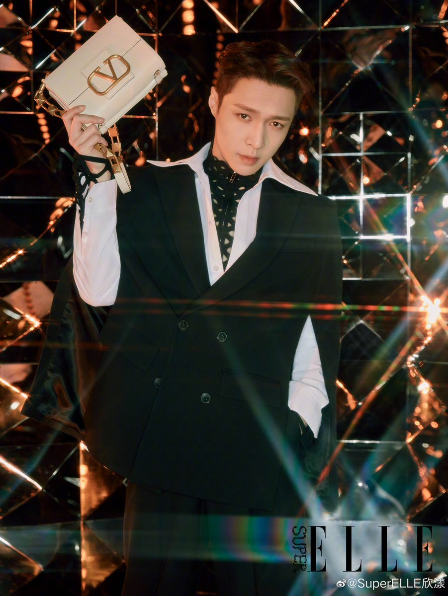 211018 Yixing related 1P LAY × Valentino Cr:logo @layzhang #张艺兴 #ZhangYixing @MaisonValentino