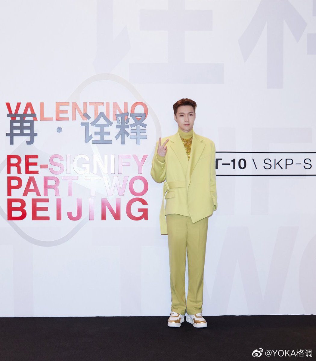 211018 Yixing related 3P 😎😎😎 Yixing at Valentino Re-signify Event cr. logo @layzhang #张艺兴 #ZhangYixing @MaisonValentino