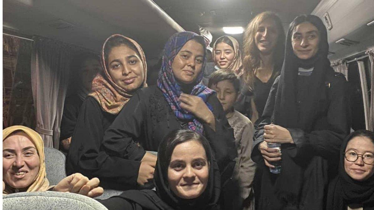 Wieder ein kleiner Erfolg, der ein großer Erfolg für die Evakuierten ist. :) #Afghanistan