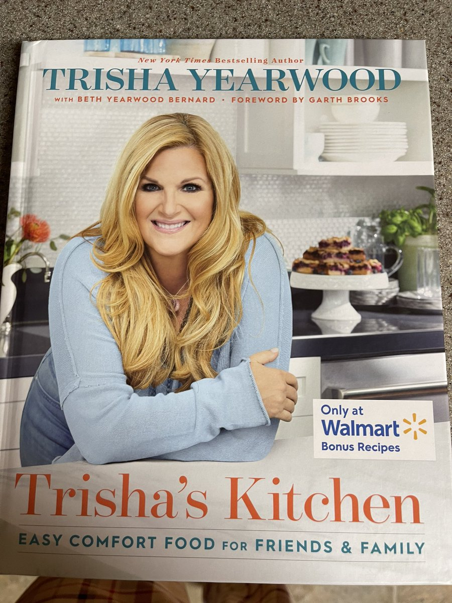 Ah, thank you @ShannonMarkos! I haven't gotten to hold one of the @Walmart editions in my hands yet! Will go today and grab a few! #TrishasKitchen