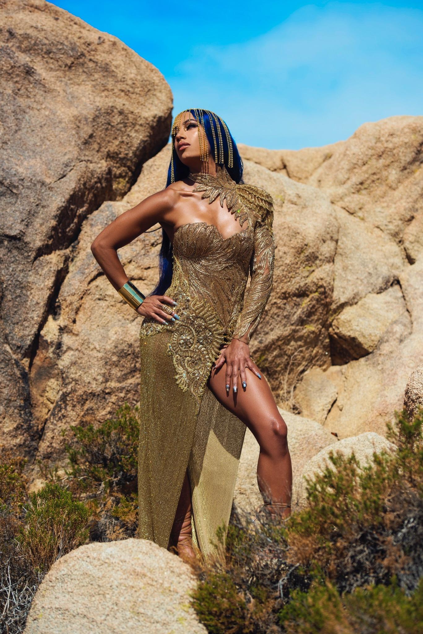 Photos: WWE Star Sasha Banks Presents Herself As An Archangel In Golden Attire 80