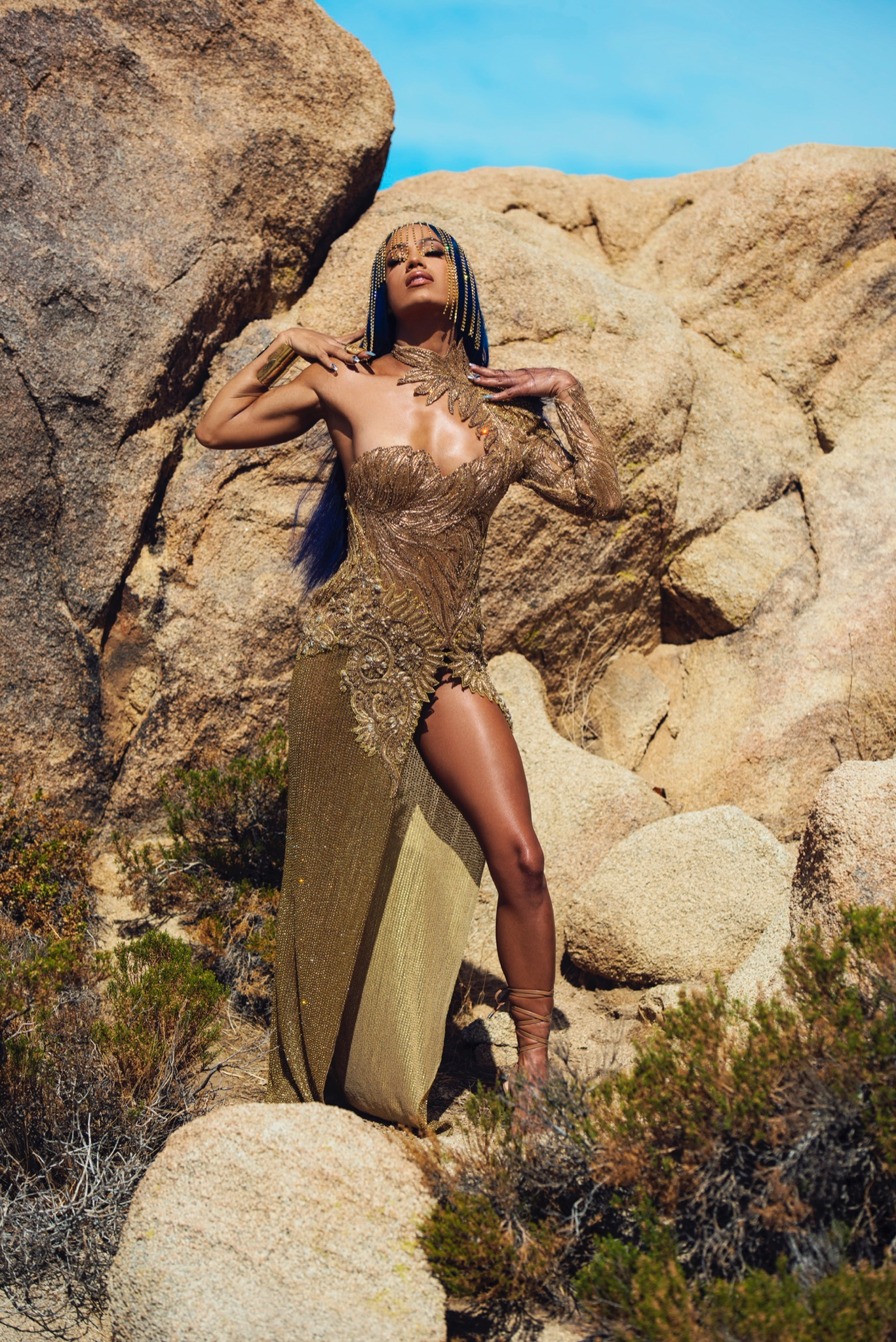 Photos: WWE Star Sasha Banks Presents Herself As An Archangel In Golden Attire 81