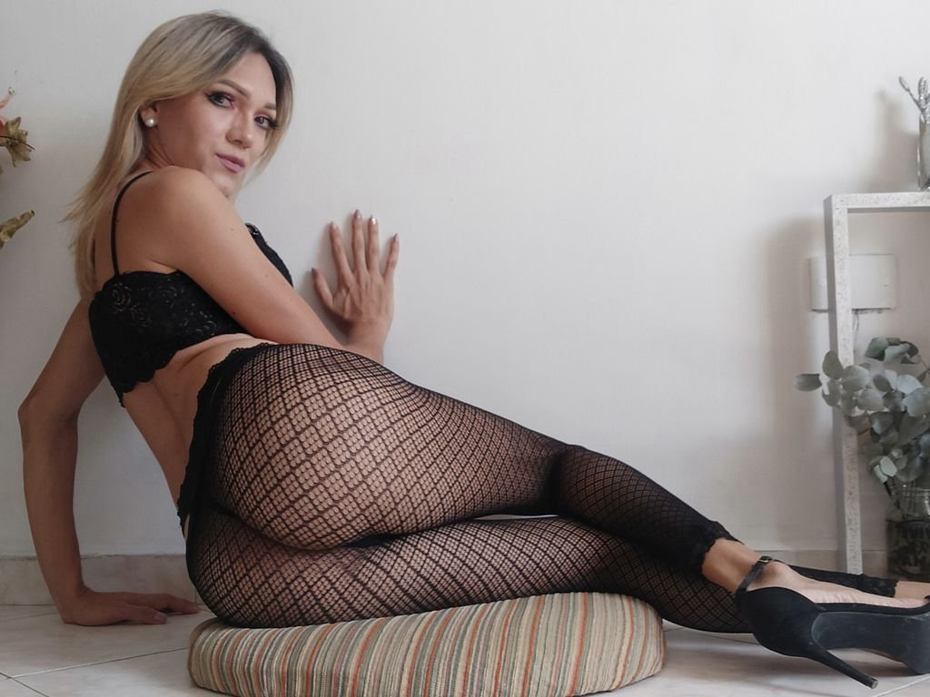 I'm online right now on skyprivate (live skype show). my private profile: profiles.skyprivate.com/models/1aufe-b… Please RT. thanks! #camgirl