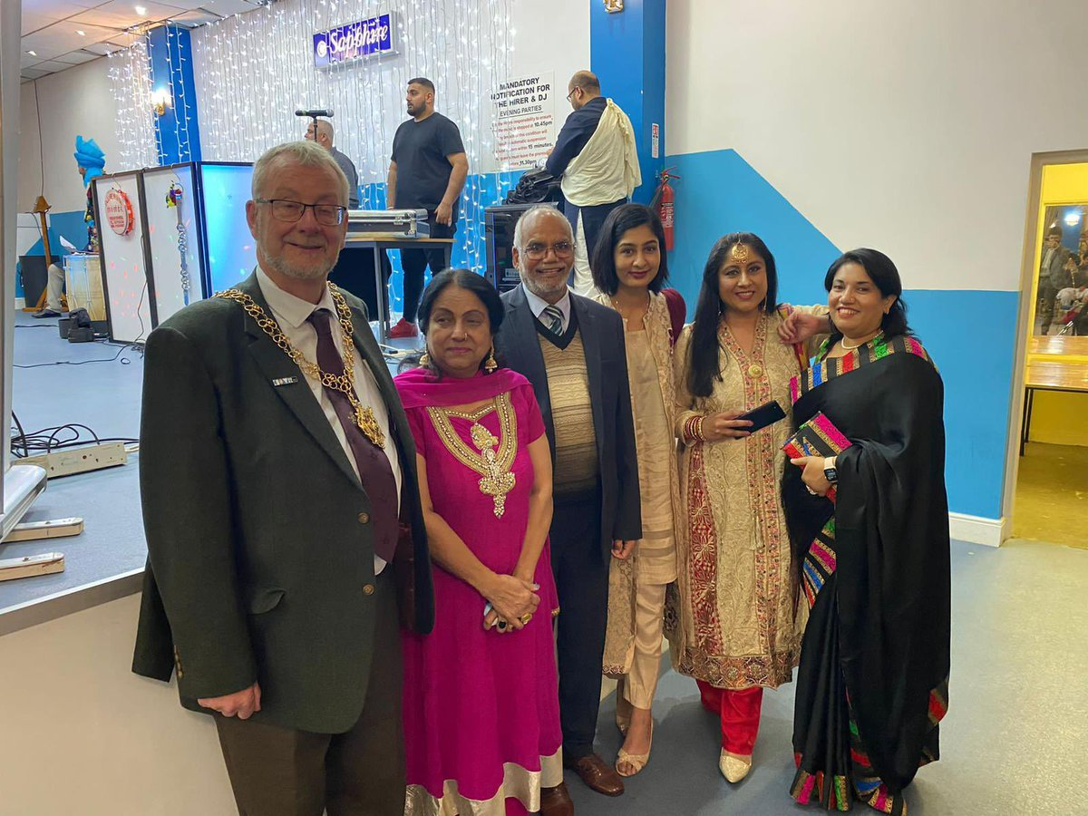 It's been an incredibly difficult 24 hours or so, but it was a joy to join Sikh & Hindu communities in Coventry for Diwali & Bandi Chhor Divas celebrations 🪔 These festivals represent the triumph of light over darkness & hope over fear - a message needed now more than ever ✨