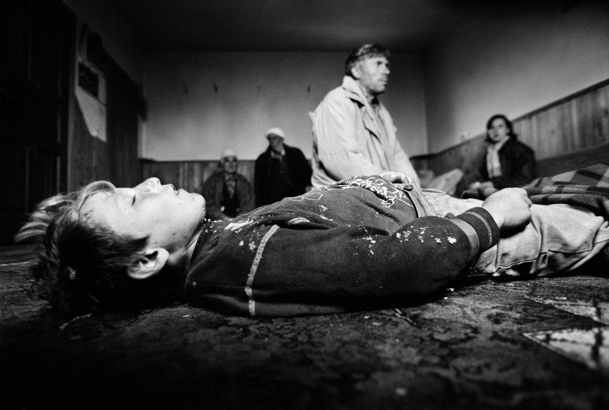 "Kosovo, ""1998 – 1999"" 𝘗𝘩𝘰𝘵𝘰 𝘣𝘺 𝘔𝘢𝘳𝘤𝘰 𝘋𝘪 𝘓𝘢𝘶𝘳𝘰 #KosovoGenocide #SerbianWarCrimes #KosovoWillNeverForget"