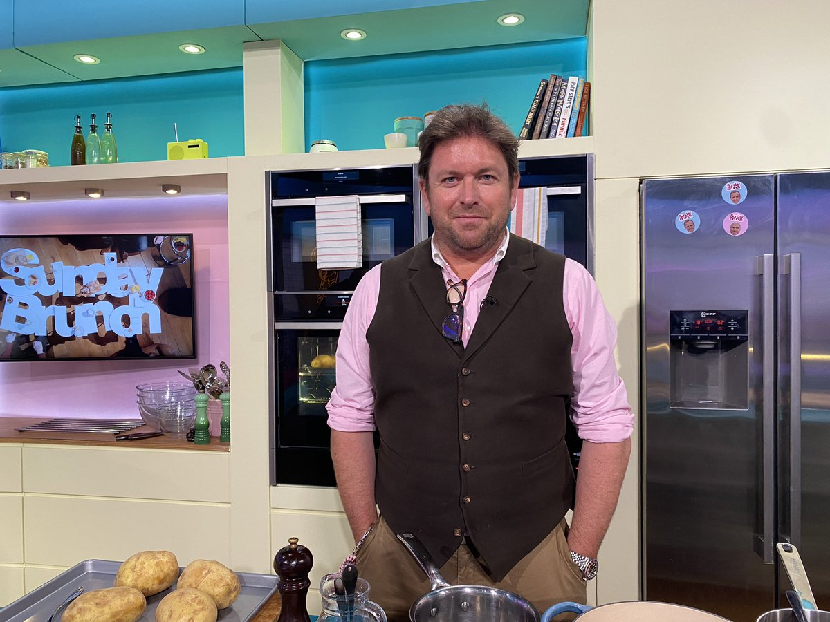 It's guest chef time! @jamesmartinchef is cooking his BBQ Pork Ribs With Slaw And Jacket Potato 😍 #SundayBrunch