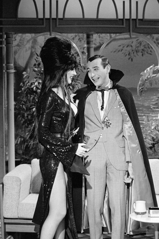 Elvira (Cassandra Peterson), Pee-wee Herman (Paul Reubens) / on The Tonight Show, October 31, 1985. #Halloween #retrohorror #80s