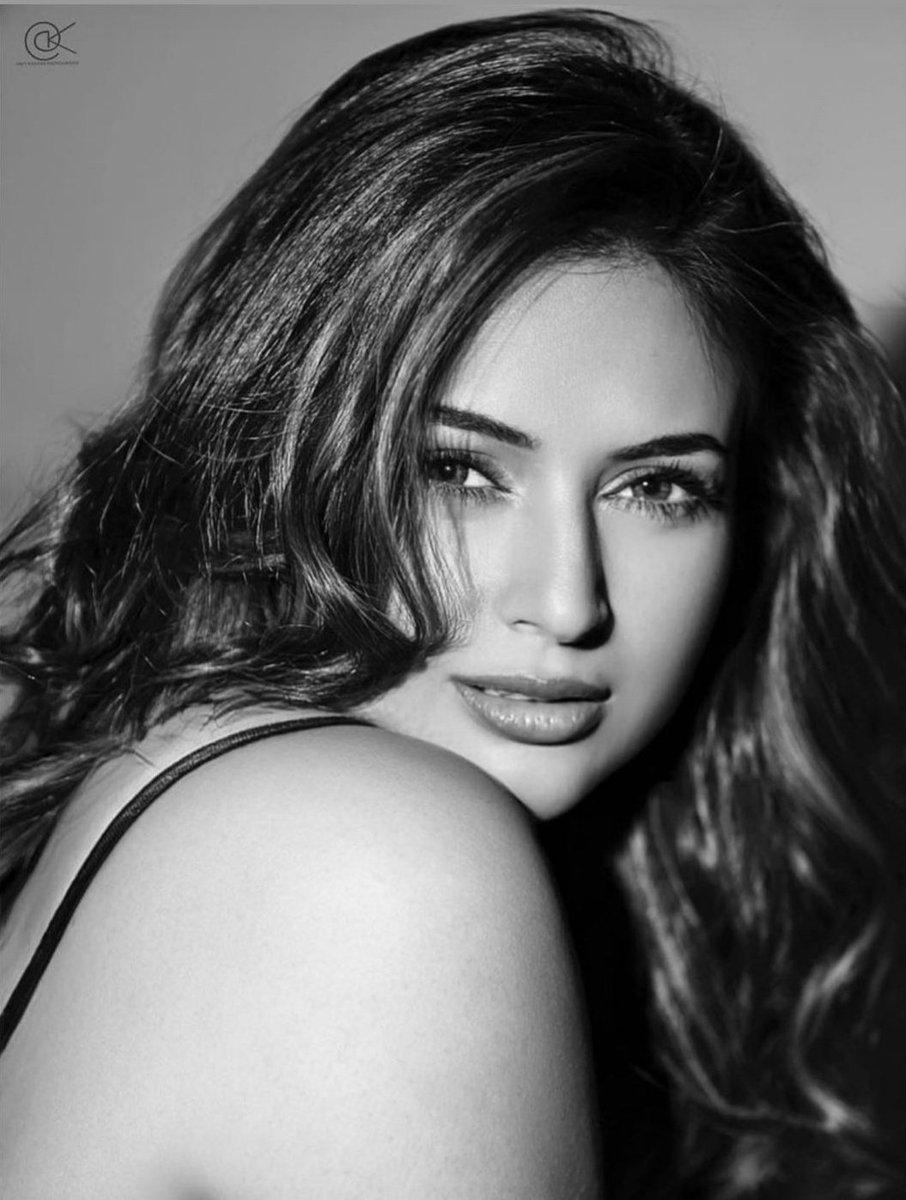 Most beautiful actress in india 2021. #divyankatripathidahiya  Indian Television personality. #India #actress #beautiful #style #BeautyOfTheDay