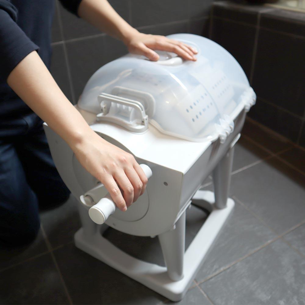 意外と使いみち多そう電気無しのドラム式全手動洗濯機「ぐるぐるぶんまわ槽」登場 サンコーがまた斬新な商品を送り出す
