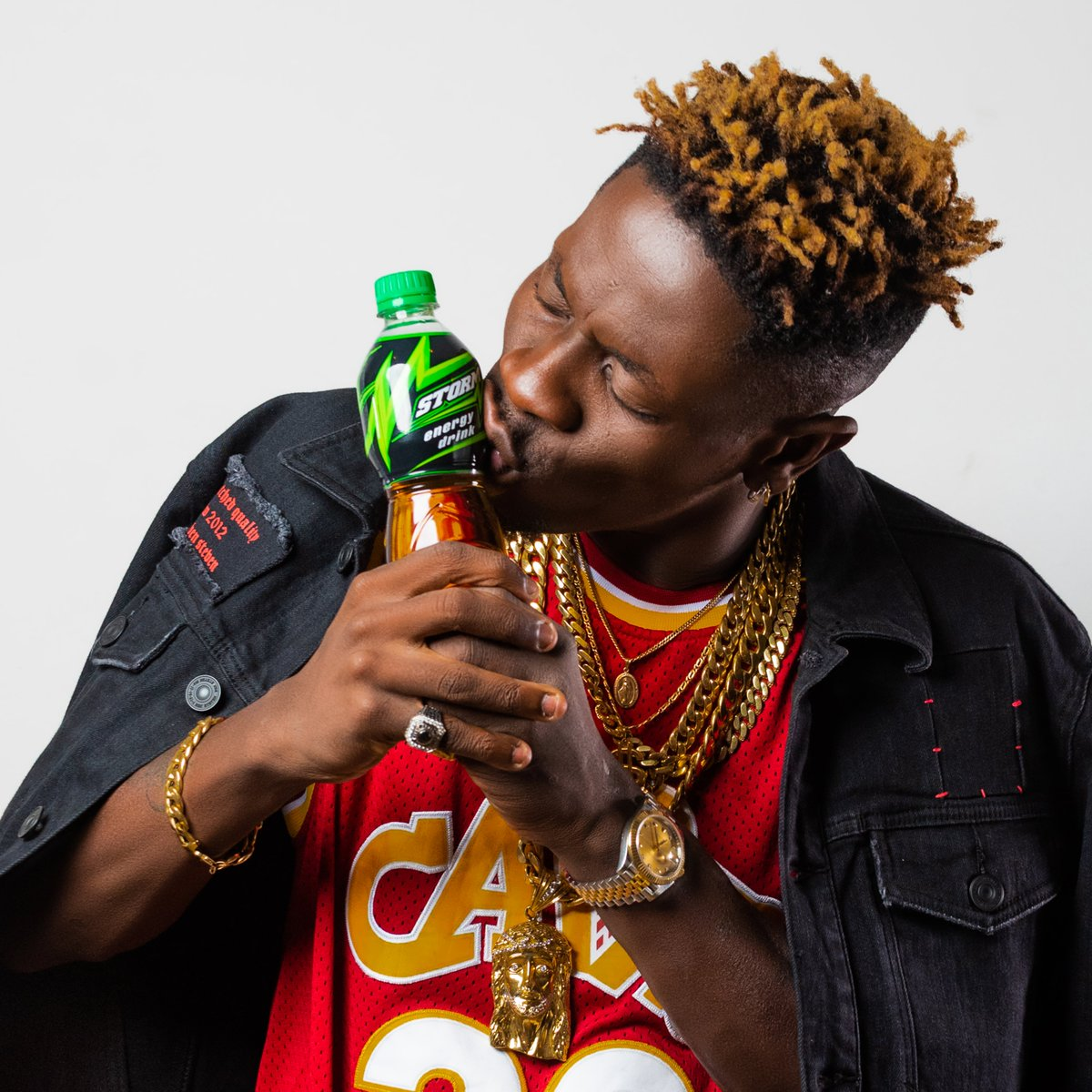 HAPPY BIRTHDAY TO THE AFRICAN DANCEHALL KING AND OUR BRAND AMBASSADOR FOR @stormenergydr. WE WISH YOU THE BEST AND MORE 🥳🙏. #Shattabration #Kasapreko #StormEnergyDrink