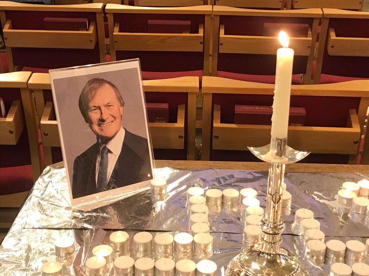 Spent today in Southend - a town mourning its champion & favourite son. David Amess was not a politician who measured his success by the number of media appearances he made or Twitter followers he had. Perhaps that's why the grief for him here seems so deep & so real