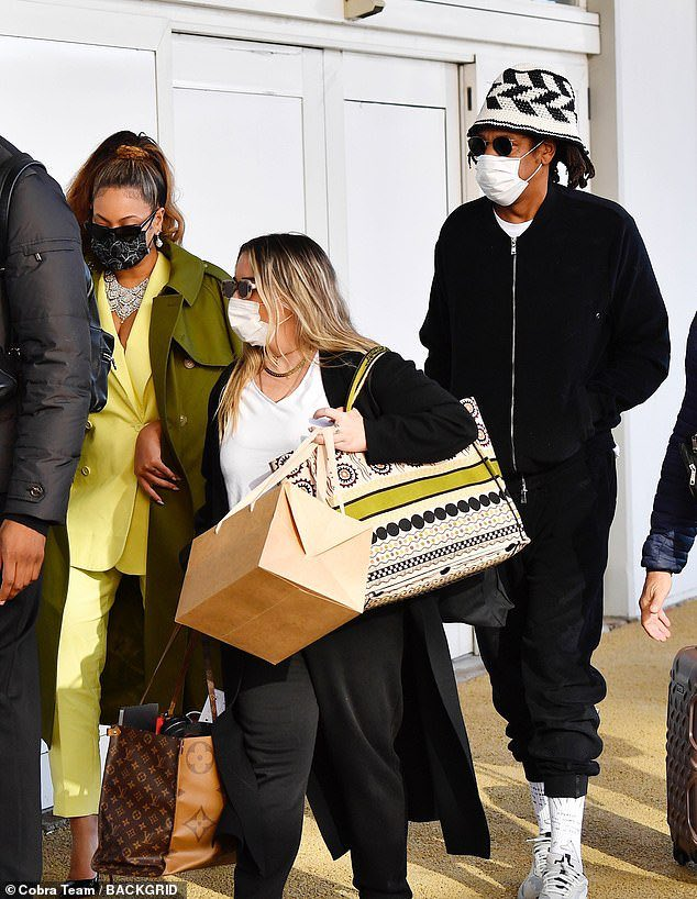 the second time i've seen Jay with a mask 😭