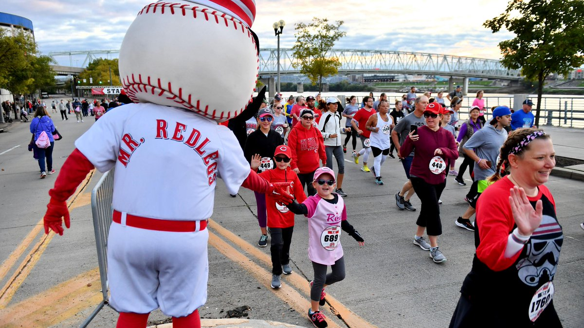 ✔️ 20 cases of bananas ✔️ 100 gallons of Powerade ✔️ 115 volunteers ✔️ 2,000 Skyline coneys ✔️ 2,500 LaRosa's slices ✔️ 3,000 CollegeAdvantage giveaways ✔️ Over $97,000 raised for the Reds Community Fund! Thanks to the 1,475 participants in the 20th annual Redlegs Run!