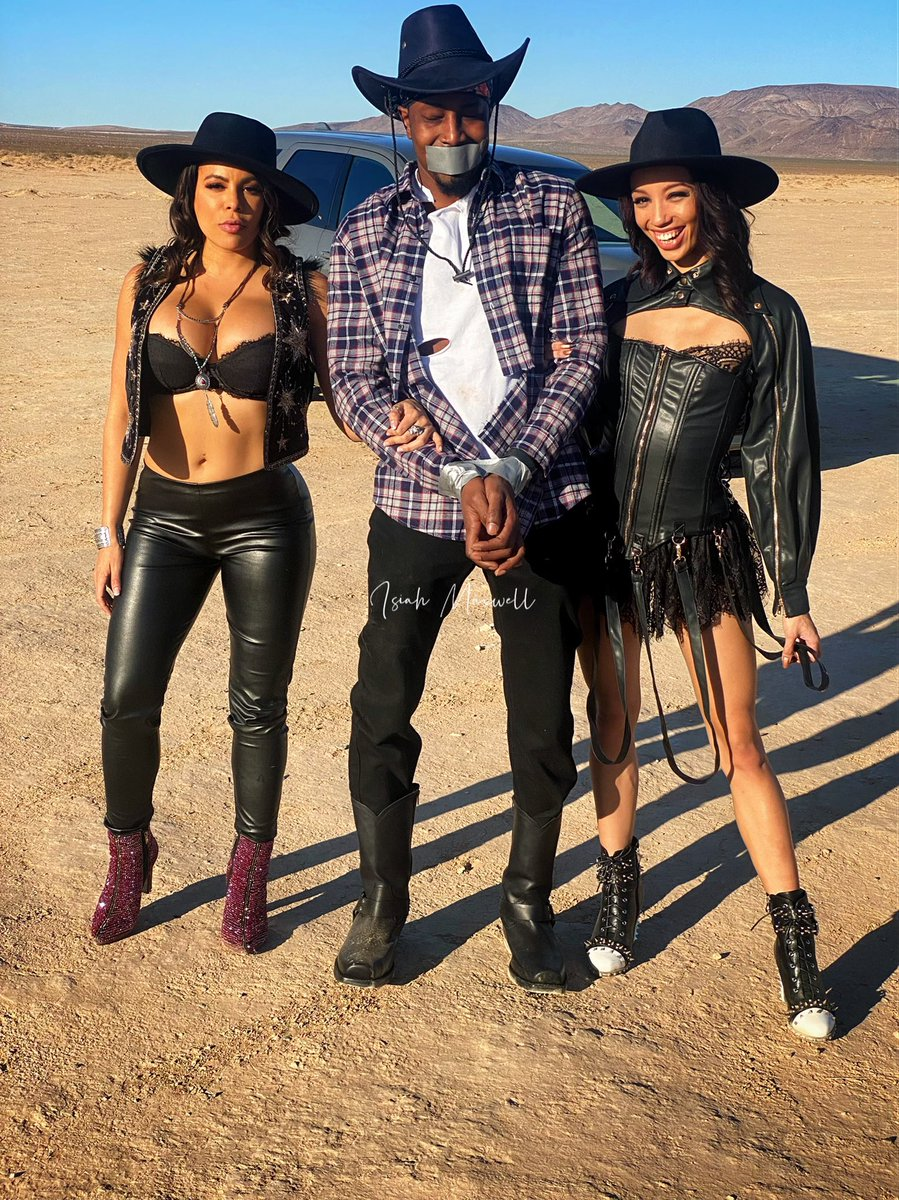 I'm smiling in every picture because I'm not trying to run away. I'm in between 👑 @cutelunastar and 👑 @Alexistaex, why would I leave? Oh yes, they can catch me all day and all day I'm trying to be caught up 🤠 Watch what goes down when it drops on @Brazzers network 🔥 🎞