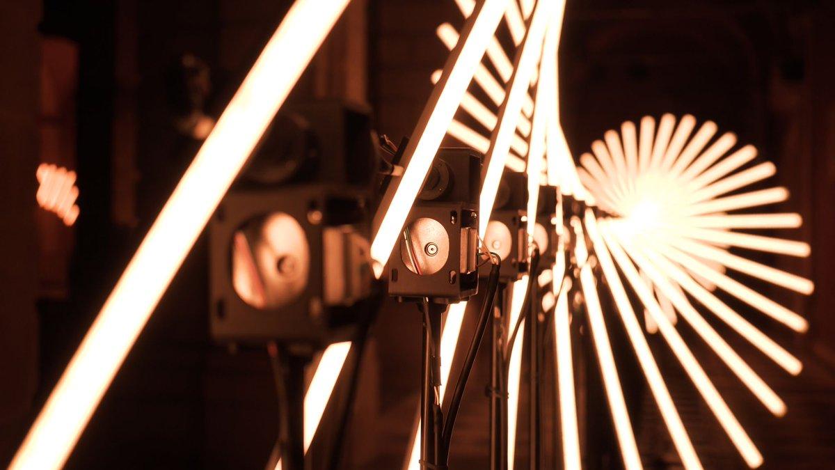"""10/12 – """"FLUX"""" – Collectif Scale. Mehr unter: <a href=\""""https://t.co/7MyWPDyjUd\"""" class=\""""link-tweet\"""" target=\""""_blank\"""">https://t.co/7MyWPDyjUd</a> Das #Lichtfestival im #Sauerland. 👉21.10.-24.10. Alt-Arnsberg #Licht #Kultur #Lichtkultur #Arnsberg #Lightart #Lichtkunst #Digitalisierung #LichtforumNRW Bild: Collectif Scale <a href=\""""https://t.co/8vuUUUMlcA\"""" class=\""""link-tweet\"""" target=\""""_blank\"""">https://t.co/8vuUUUMlcA</a>"""