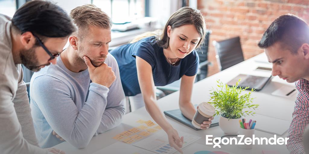 """Benzersiz bir marka oluşturabilmek için, güçlü bir """"misyon"""" tek başına yeterli değil. Pazarın yapısını sürekli olarak takip etmek, süreçten keyif alabilmek ve kolektif bir başarı sağlamak için çalışanlara destek olmak gerekli. İncelemek için: bit.ly/3FQeUlN #EgonZehnder"""
