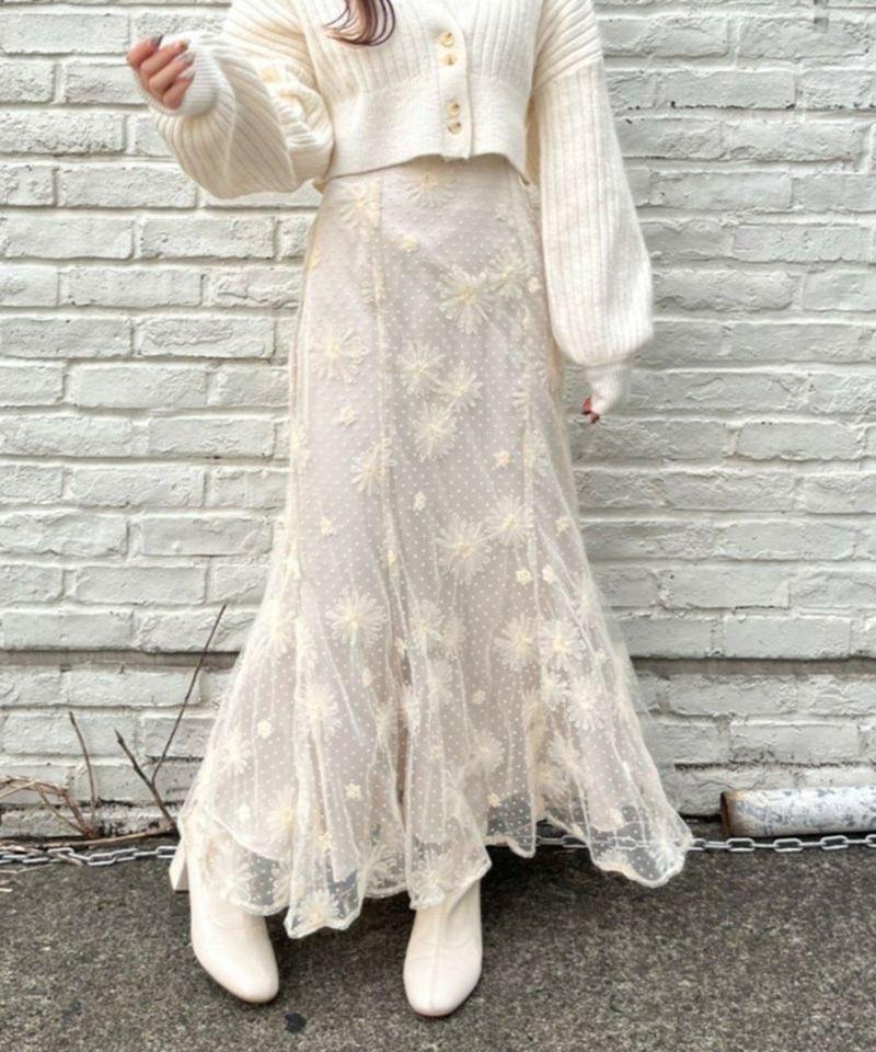 【web予約 10/6 21:00〜】  ふわっと揺れる裾のフレアデザインがフェミニンな雰囲気を楽しめます☺️  この1枚で華やかなスタイリングに✨  フラワーレーススカート 141400310 ¥6490  公式通販サイト