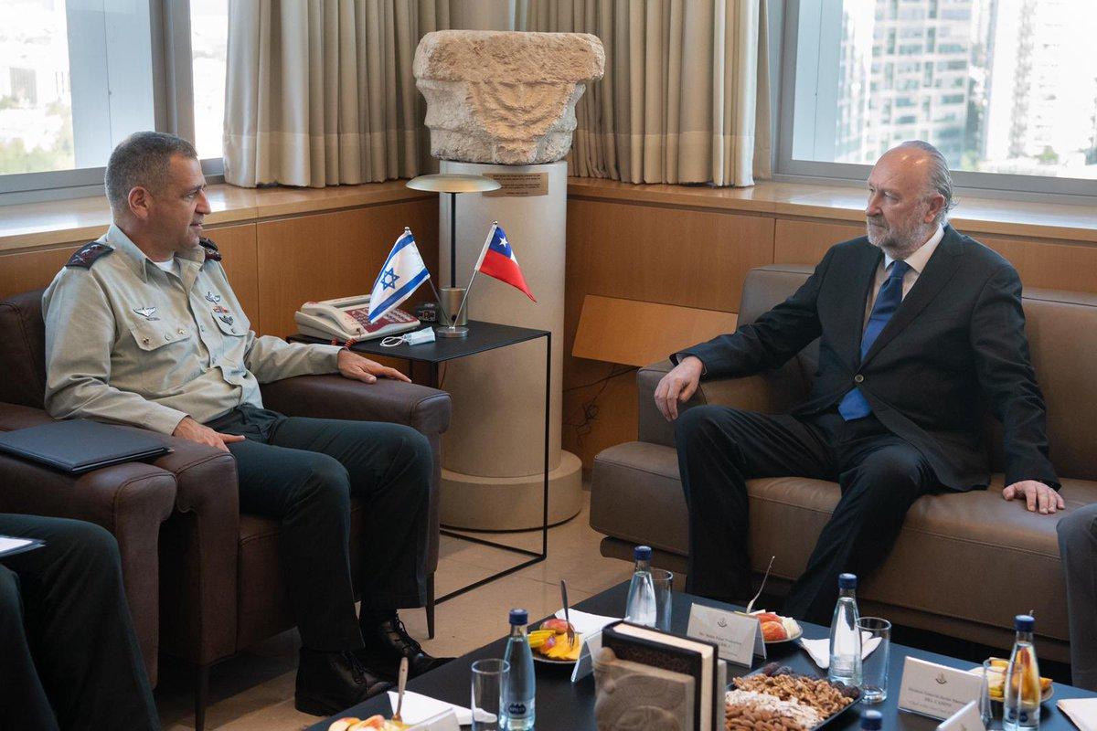 التقى رئيس الأركان الجنرال أفيف كوخافي مع وزير دفاع دولة تشيلي ورئيس أركان