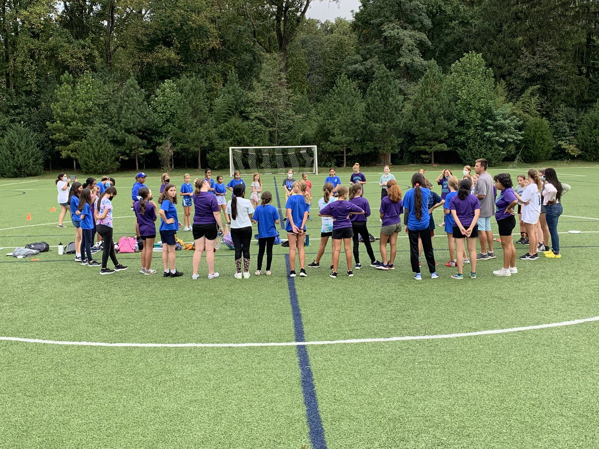 Girls' Ultimate Frisbee circle time!! Great fun with Williamsburg and Thomas Jefferson. <a target='_blank' href='http://search.twitter.com/search?q=GunstonPRIDE'><a target='_blank' href='https://twitter.com/hashtag/GunstonPRIDE?src=hash'>#GunstonPRIDE</a></a> <a target='_blank' href='http://search.twitter.com/search?q=GoHornets'><a target='_blank' href='https://twitter.com/hashtag/GoHornets?src=hash'>#GoHornets</a></a>!! <a target='_blank' href='https://t.co/AeuMoIL2vQ'>https://t.co/AeuMoIL2vQ</a>
