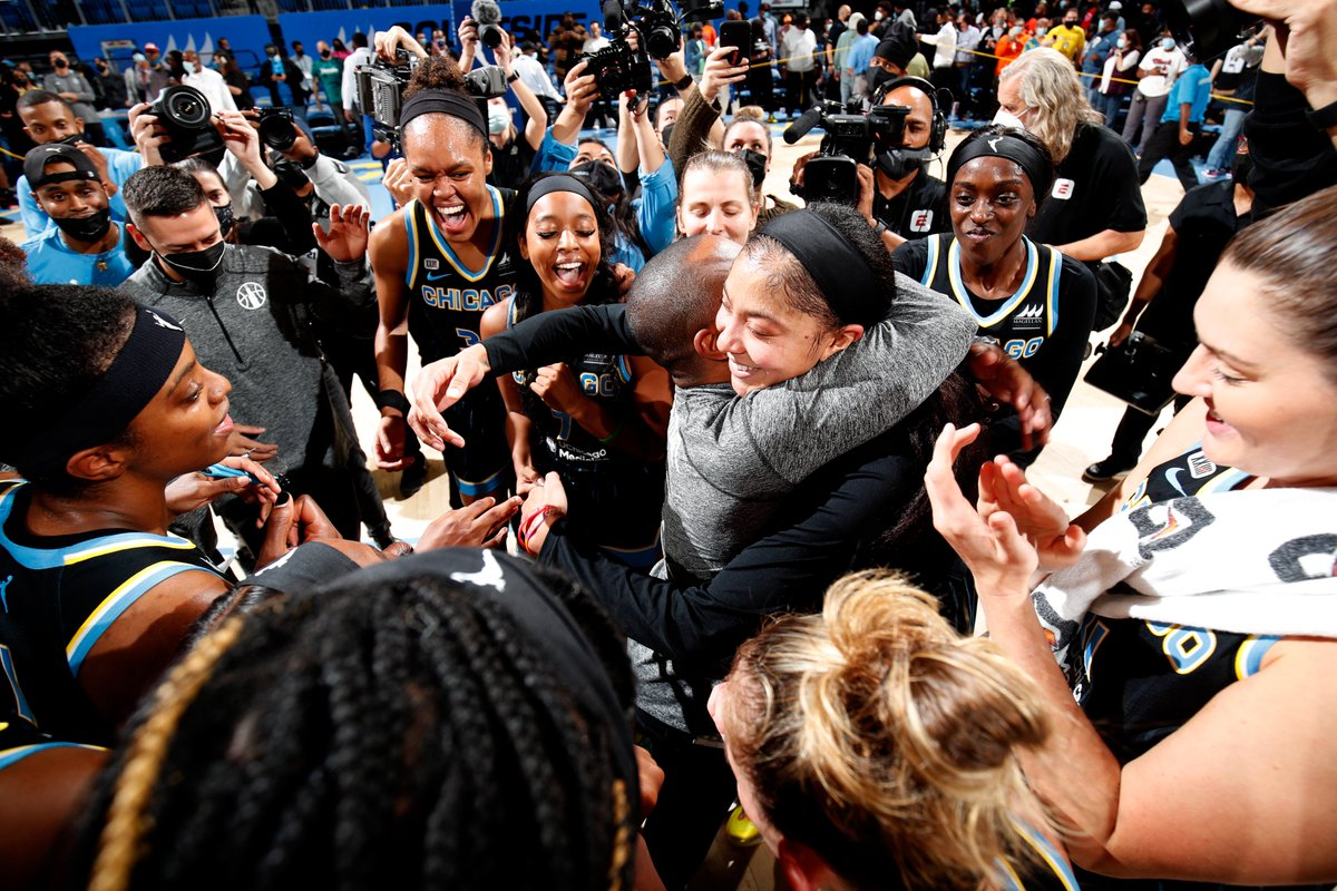 It's always good to be from Chicago, but this year is especially sweet. Congratulations to the @ChicagoSky for making it to the WNBA finals, and to the legend, @Candace_Parker, for making all of us proud. We'll be rooting for you.