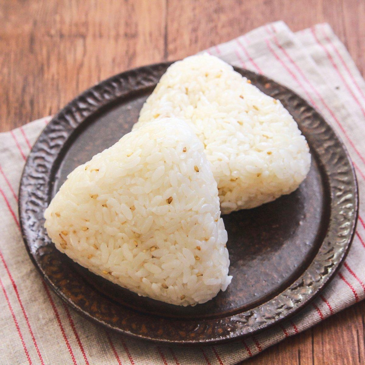 おにぎりを作る時は鶏ガラが必須!『やみつきのうま塩おにぎり』のレシピがこちら!