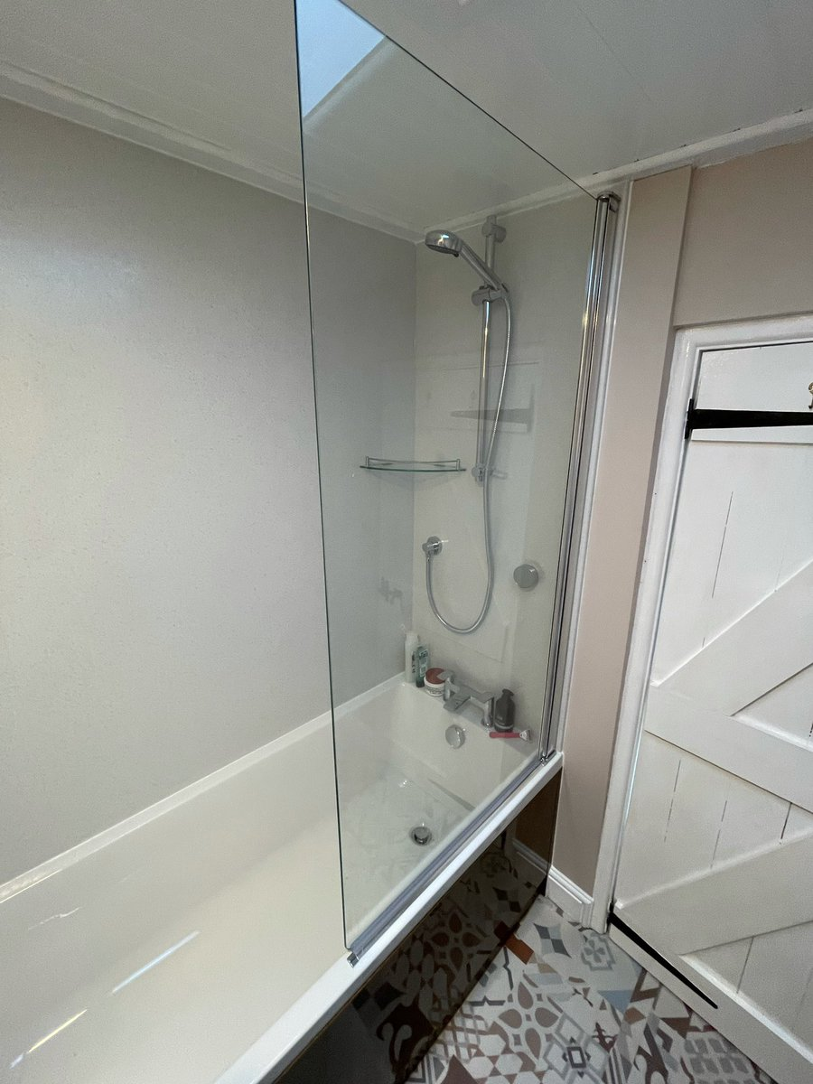 As promised….the finished photos along with some during ones too of an en-suite, a few obstacles to overcome along the way. Products by @bybaUK @ThomasDudleyLtd @AqualisaShowers @blumuk @daro_UK @romanltd @TwyfordUK @EastbrookCo @bushboard @BristanPro @TissinoUK @karndeanUK 😀