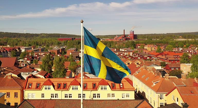 Nu kan organisationer från Dalarna ansöka om både svenska fanan och svenska flaggan https://t.co/6WVTFbYMg2 https://t.co/CtjjdPQ4S9