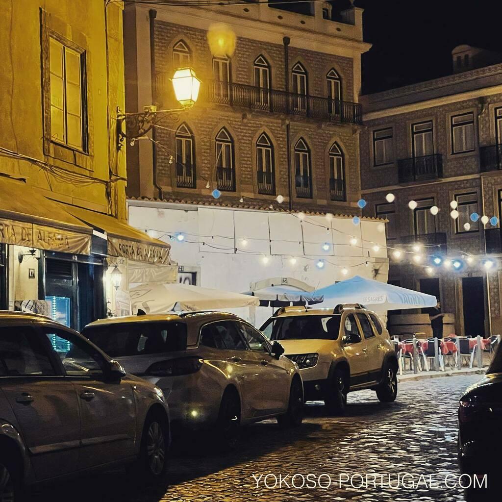 test ツイッターメディア - オレンジ色の街灯が魅力的、夜のアルファマ地区。 #リスボン #ポルトガル https://t.co/63WtOSLKDb