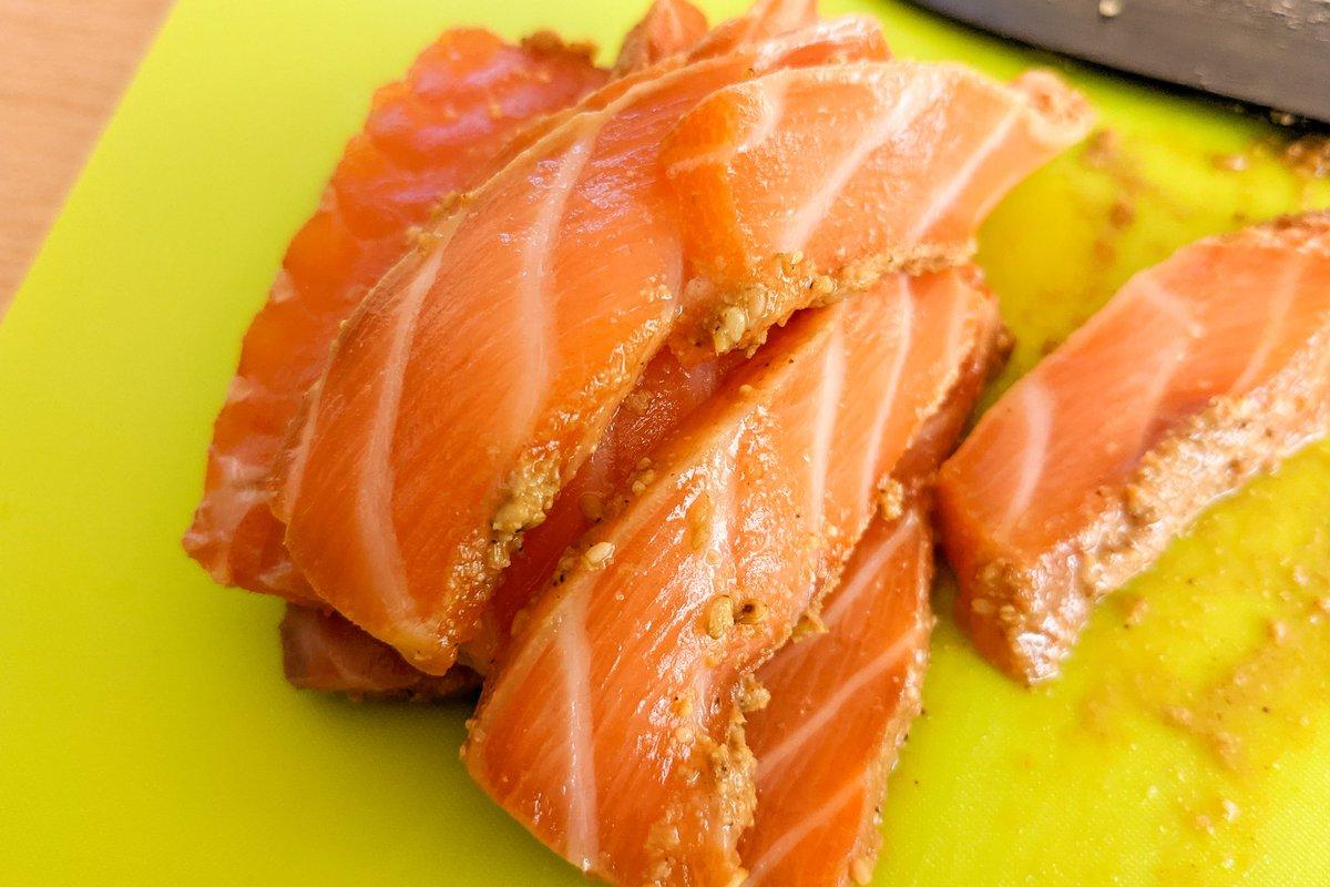 漬けて切って乗せれば完成!簡単でとっても美味しそうな、サーモンの「漬け丼」レシピ!