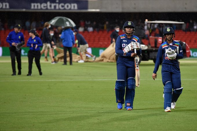 Jemimah Rodrigues and Richa Ghosh walking back after rain stopped play in 1st T20I. PC: Getty Images
