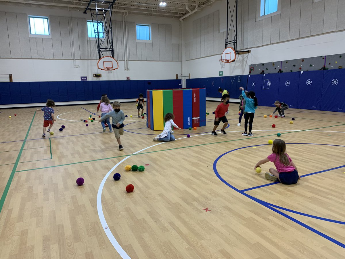 Has your Kinder or 1st grader told you their PE teacher put them in a trash can lately!? No worries, we were just playing a <a target='_blank' href='http://twitter.com/CampbellAPS'>@CampbellAPS</a> favorite throwing game, Oscar's Garbage Can! <a target='_blank' href='http://twitter.com/MsSokol1'>@MsSokol1</a> <a target='_blank' href='https://t.co/qV17s6VPOB'>https://t.co/qV17s6VPOB</a>