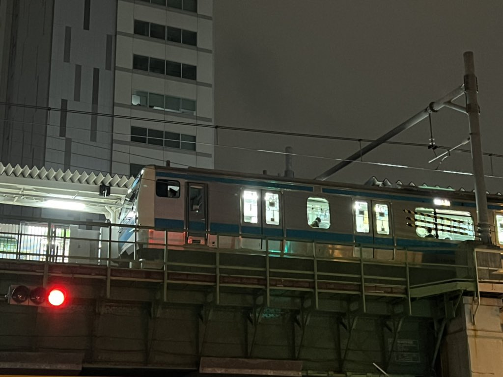 【速報】地震で東京メトロ・山手線・京浜東北線・東海道新幹線などが運転見合わせ