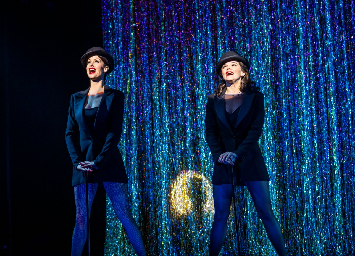 Bradford, are YOU ready for some RAZZLE DAZZLE?! Grab your mates and head on down to the #ChicagoUKTour 💋