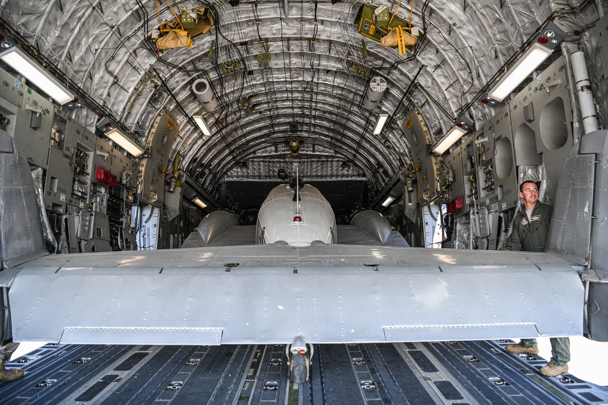 A 445th Airlift Wing C-17 Globemaster III transported a historic C-45H aircraft loaned by the National Museum of the U.S.A.F. to the Museum of Aviation. afrc.af.mil/News/Article-D… #ReserveReady